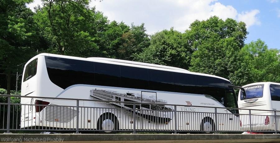 mit Bus reisen ist nachhaltiger als mit Auto