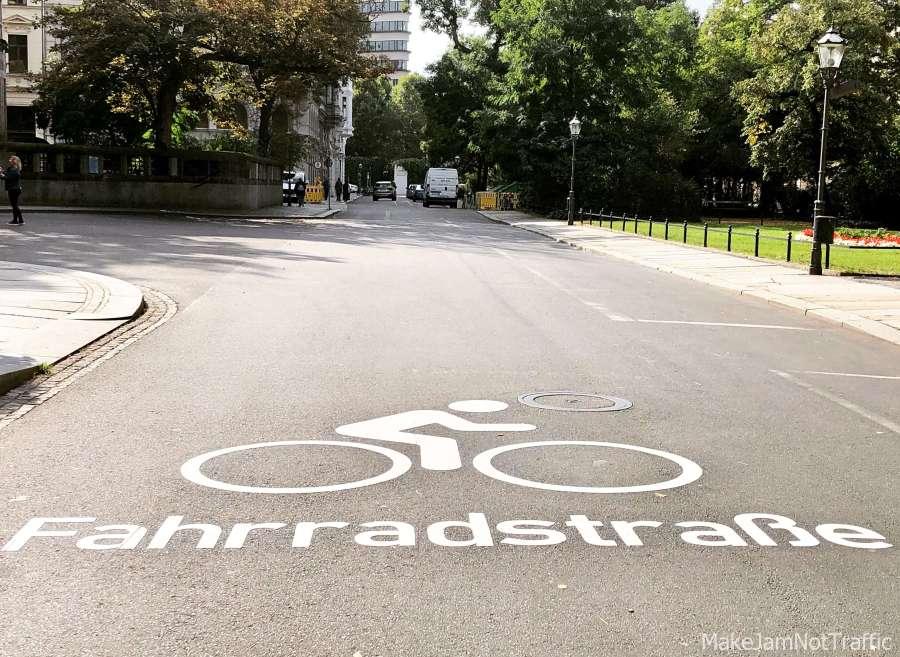 Fahrradstraßen statt Autostraßen